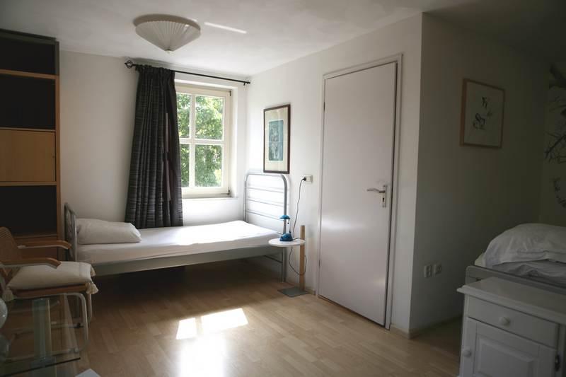 Driepersoonskamer met gedeelde badkamer