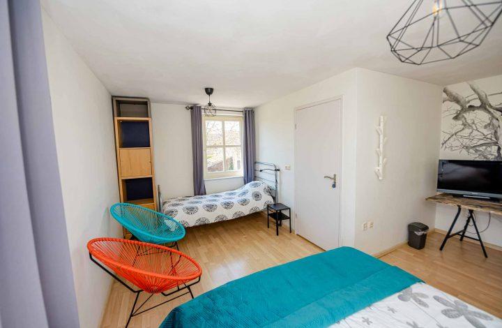 Driepersoonskamer boven het appartement