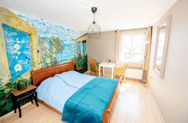 Tweepersoonskamer boven appartement